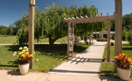 Waters-Edge-Vineyard-Weddings-Exterior-06
